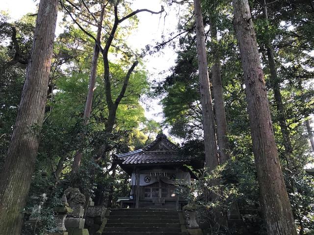 岩美町熊野神社のアクセスと石灯籠