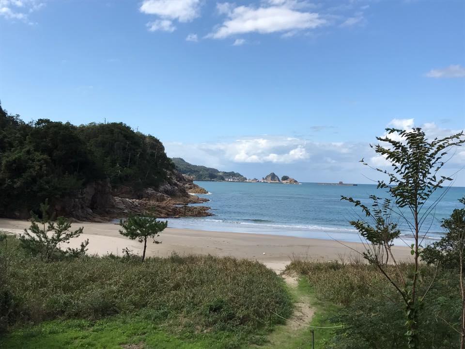 熊井浜の美しい海岸ガイドの下見と流木とマンガン鉱床