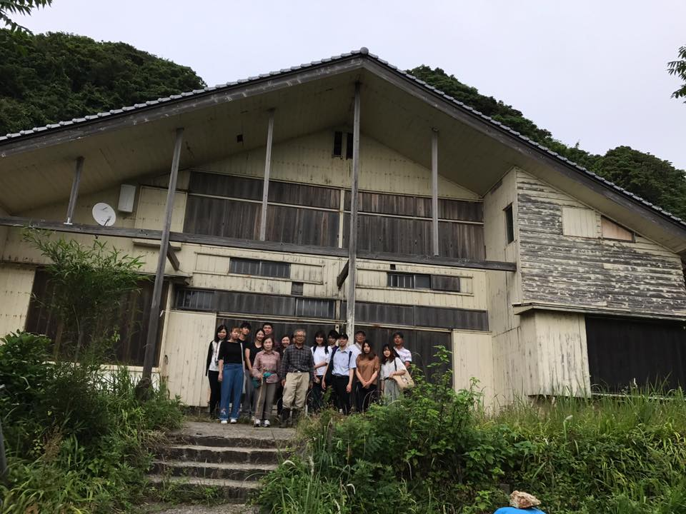 鳥取大学の学生さんを熊井浜の鴎鳴荘に案内