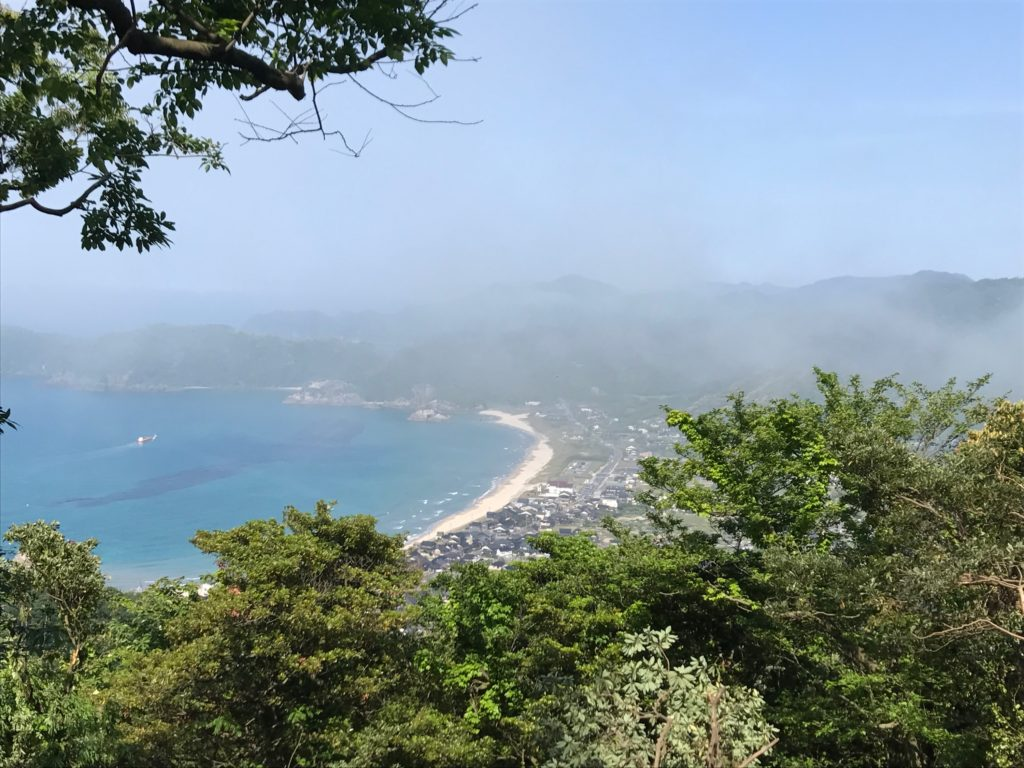 岩美町桐山から望む金峰山雲海と浦富海岸・2020年自生ササユリ開花
