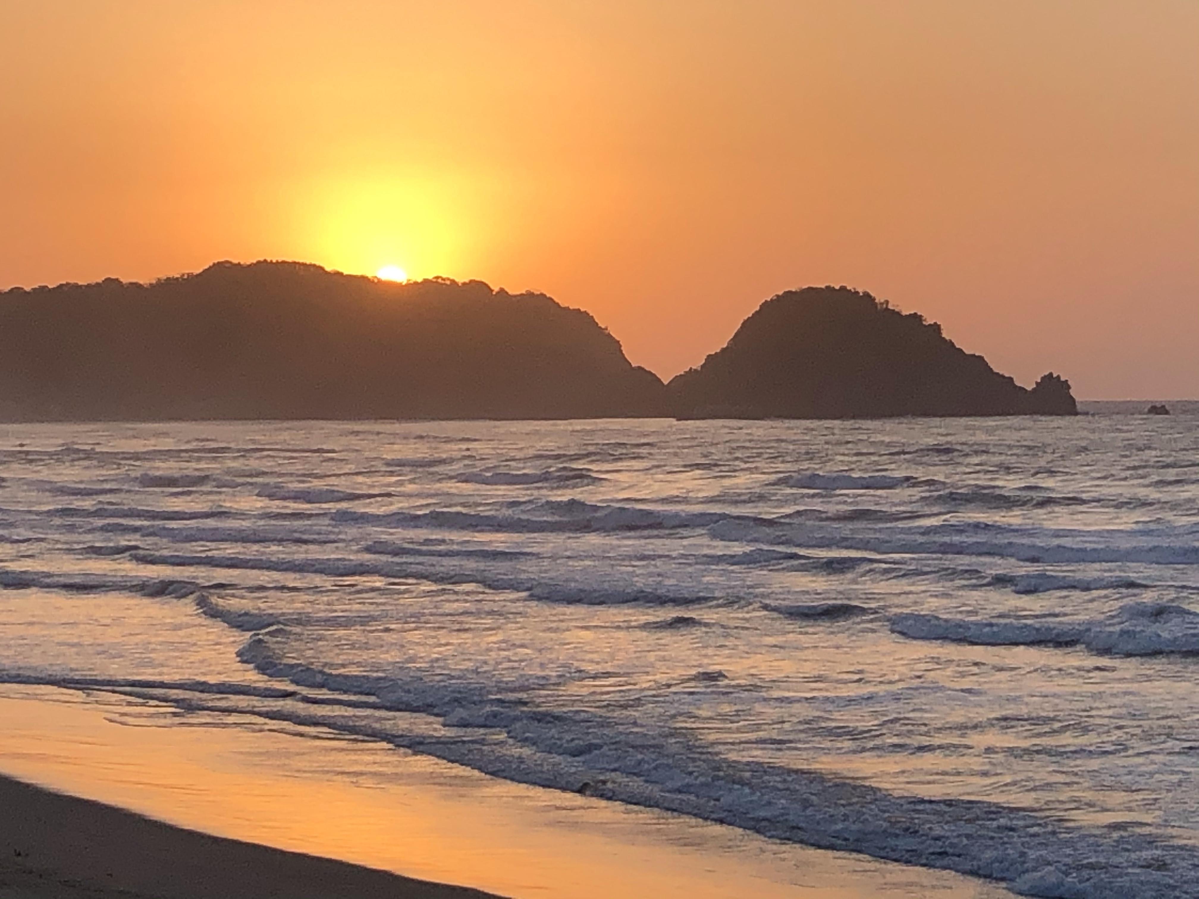 岩美町の夕陽スポット・東浜海岸バーベキューハウス